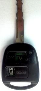 החלפת מתגים ושחזור שברים במעגל, הוספת לוח מקשים מגומי שניזוק עם הזמן במפתח TOYOTA טויוטה