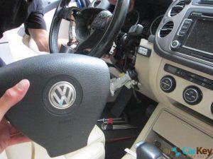 פריצה ותיקון מנעולים לרכבים.